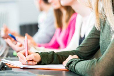 Studentinnen fordern Präsenz-Studium zurück